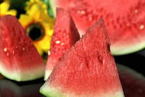过夜甜瓜能吃吗,过夜甜瓜放电冰箱能吃吗,过夜甜瓜可以吃吗缩略图