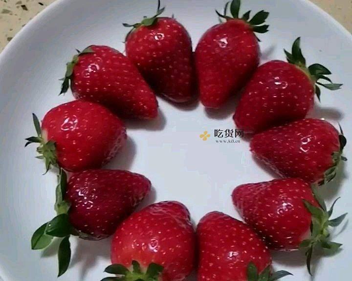 """不用烤箱的~草莓奶油""""蒸""""蛋糕(六寸版)的做法 步骤16"""