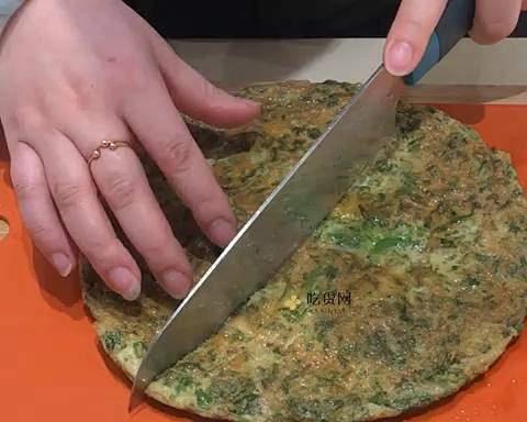 香椿鸡蛋饼的做法 步骤7