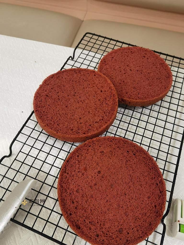 红红火火红丝绒草莓戚风蛋糕的做法 步骤14