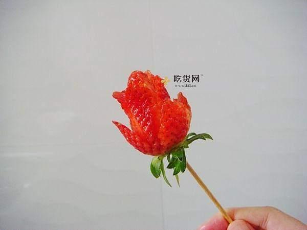 草莓玫瑰花——让草莓一分钟变玫瑰的做法 步骤4