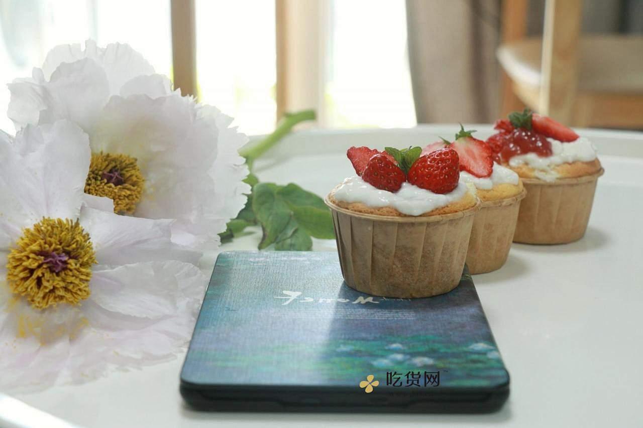 双奶草莓纸杯蛋糕的做法 步骤7