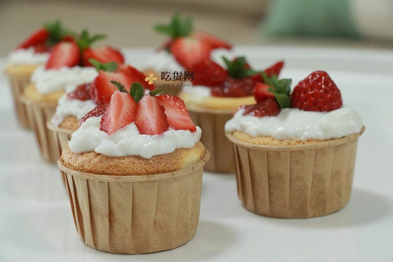 双奶草莓纸杯蛋糕的做法 步骤8