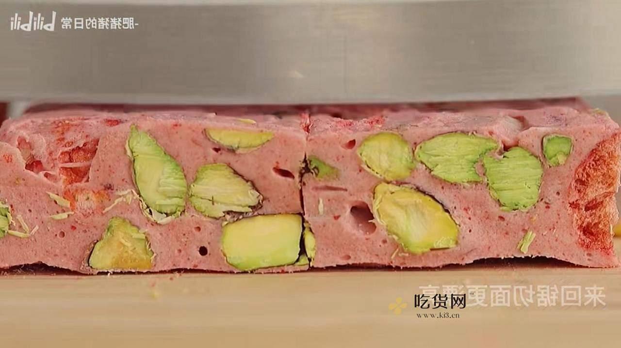 草莓开心果牛轧糖的做法 步骤11