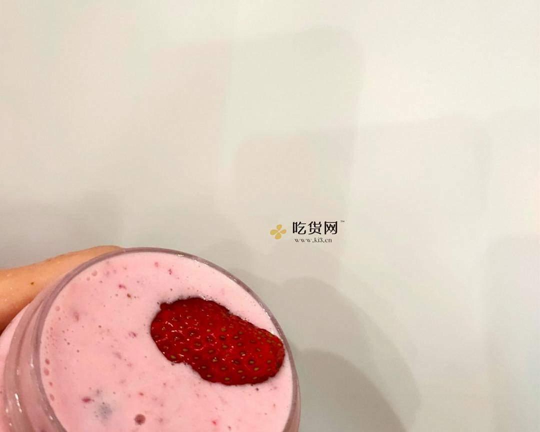 好喝到炸裂的草莓牛奶的做法 步骤4