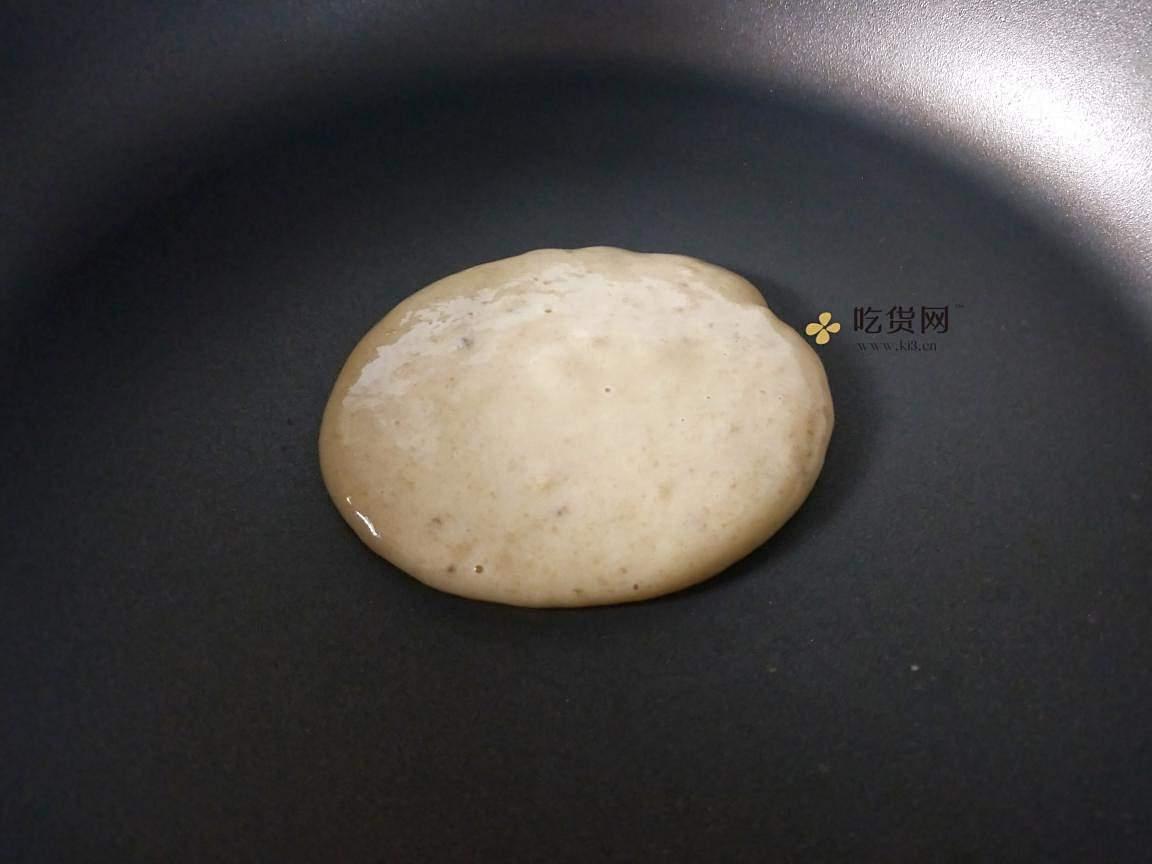奶香浓郁的香蕉松饼的做法 步骤5