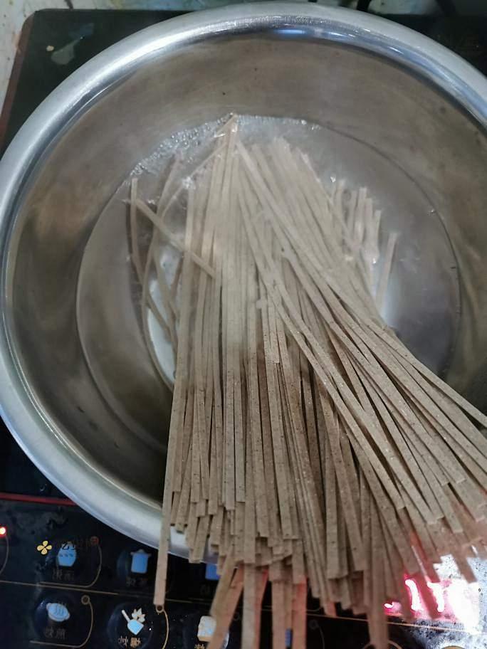 低脂饱腹健身减肥餐三丝炒面荞麦面的做法 步骤3