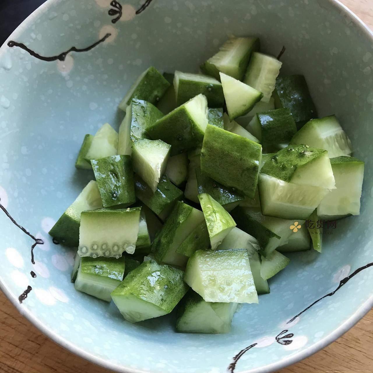 低脂减肥餐『鸡胸肉炒黄瓜』的做法 步骤2