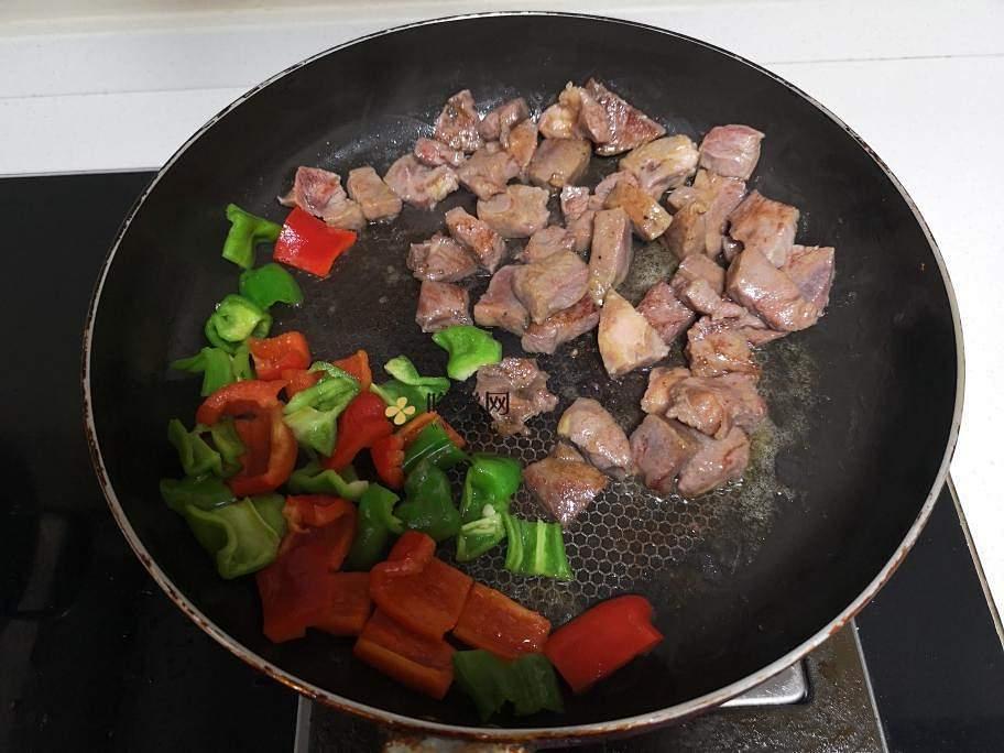 黑胡椒牛排粒的做法 步骤3