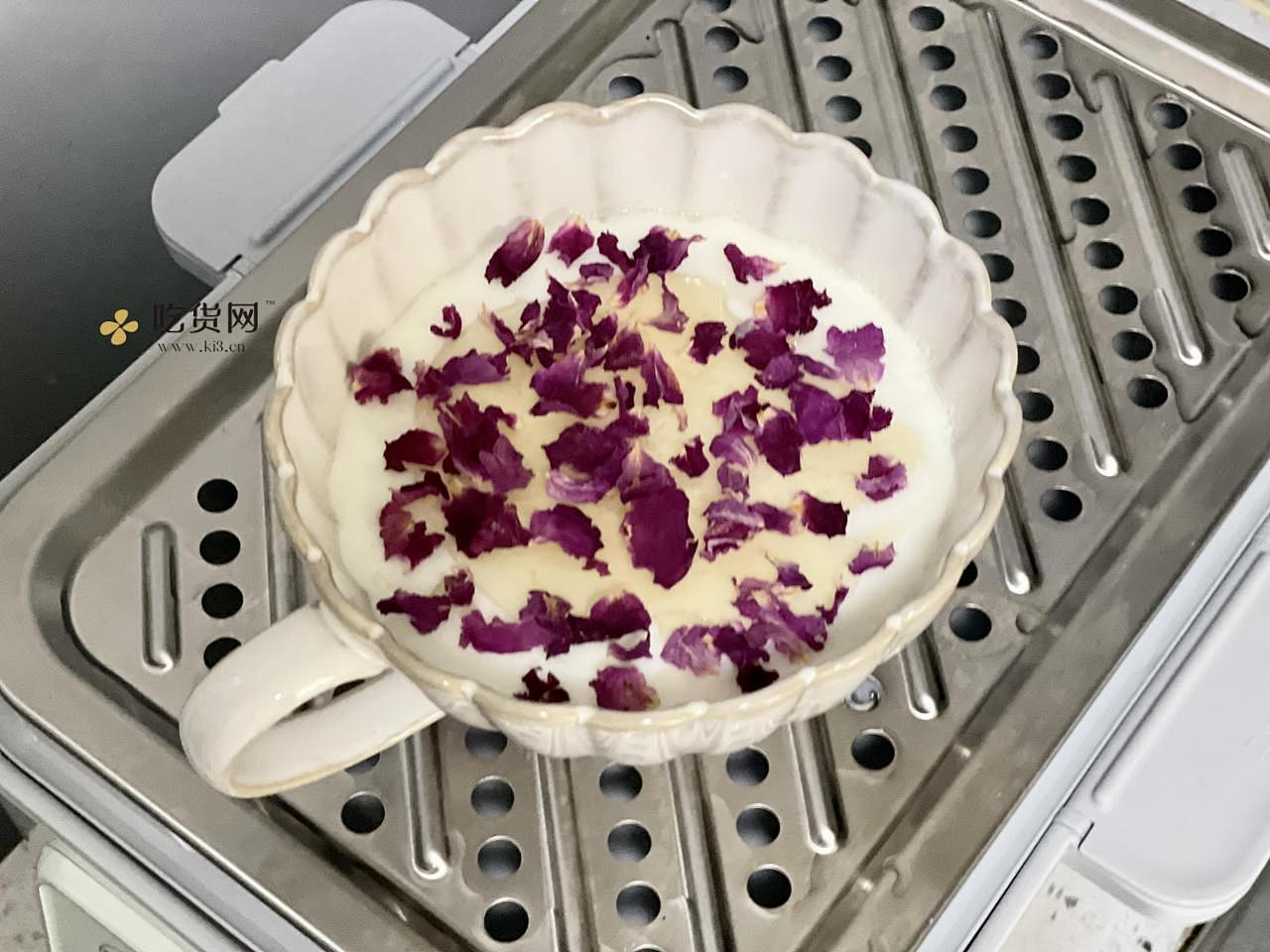 蜂蜜玫瑰炖奶,入口即化,美容养颜的做法 步骤7