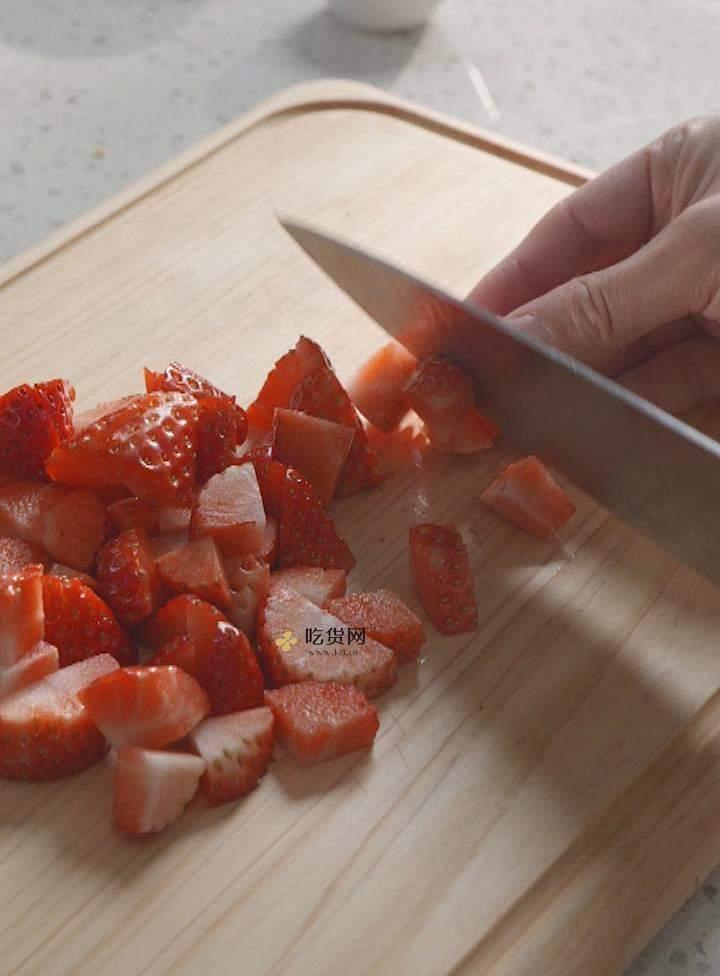 曼食慢语丨草莓芝士雪山蛋糕的做法 步骤13