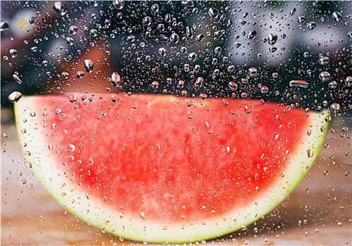 西瓜受冻了还能吃吗,夏季吃西瓜要注意什么插图
