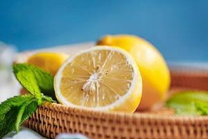 喝热柠檬水可治疗感冒吗 热柠檬水怎么做缩略图
