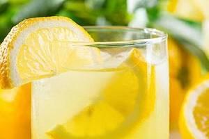 柠檬和玫瑰能够一起泡水喝吗,柠檬玫瑰花花茶的功效缩略图