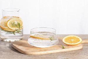 柠檬泡茶用干的好或是用鲜的好,柠檬用几度的水冲调缩略图