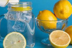 干柠檬和鲜柠檬哪一个泡茶更强,干柠檬泡茶也有营养成分吗缩略图
