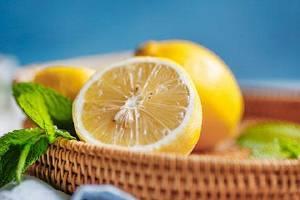 吃柠檬能够美白皮肤吗,如何吃柠檬才可以美白皮肤缩略图