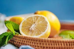 咽喉痛吃柠檬合理吗,咽喉痛如何吃柠檬缩略图