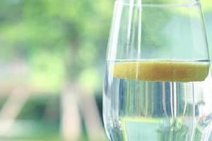 喝柠檬水的忌讳,青柠檬好或是黄柠檬好缩略图