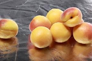 黄桃和牛乳能一起吃吗,黄桃和梨能一起吃吗缩略图