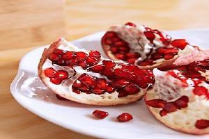 石榴和红心柚能够一起吃吗 哪些人不适合吃石榴缩略图