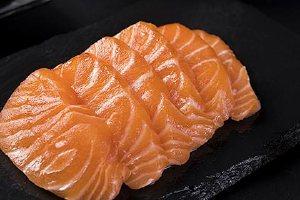 三文鱼肉和腩哪一个美味,三文鱼肉和鱼腩的差别缩略图