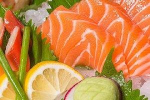 三文鱼哪些位置不能吃,三文鱼哪些人不能吃缩略图