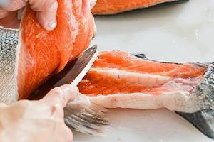 速冻三文鱼还能直接生吃吗,速冻的三文鱼如何吃好缩略图