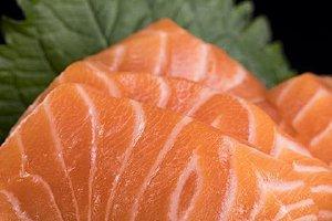 冷藏三文鱼片如何吃,三文鱼能够冰箱冷冻多长时间缩略图