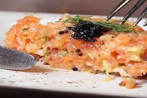 鱼子酱是用哪种鱼的卵制成的,鱼子酱怎么做好吃缩略图
