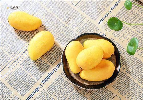 小芒果能带皮吃吗,芒果丝塞牙怎么弄出来插图