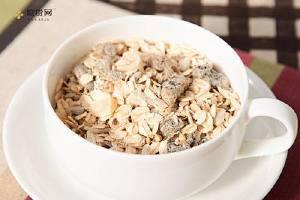 吃燕麦粉有哪些好处呢 如何吃燕麦片减肥缩略图