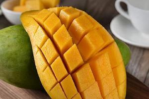 一周岁的宝宝可不可以吃芒果 宝宝吃多少芒果合适缩略图
