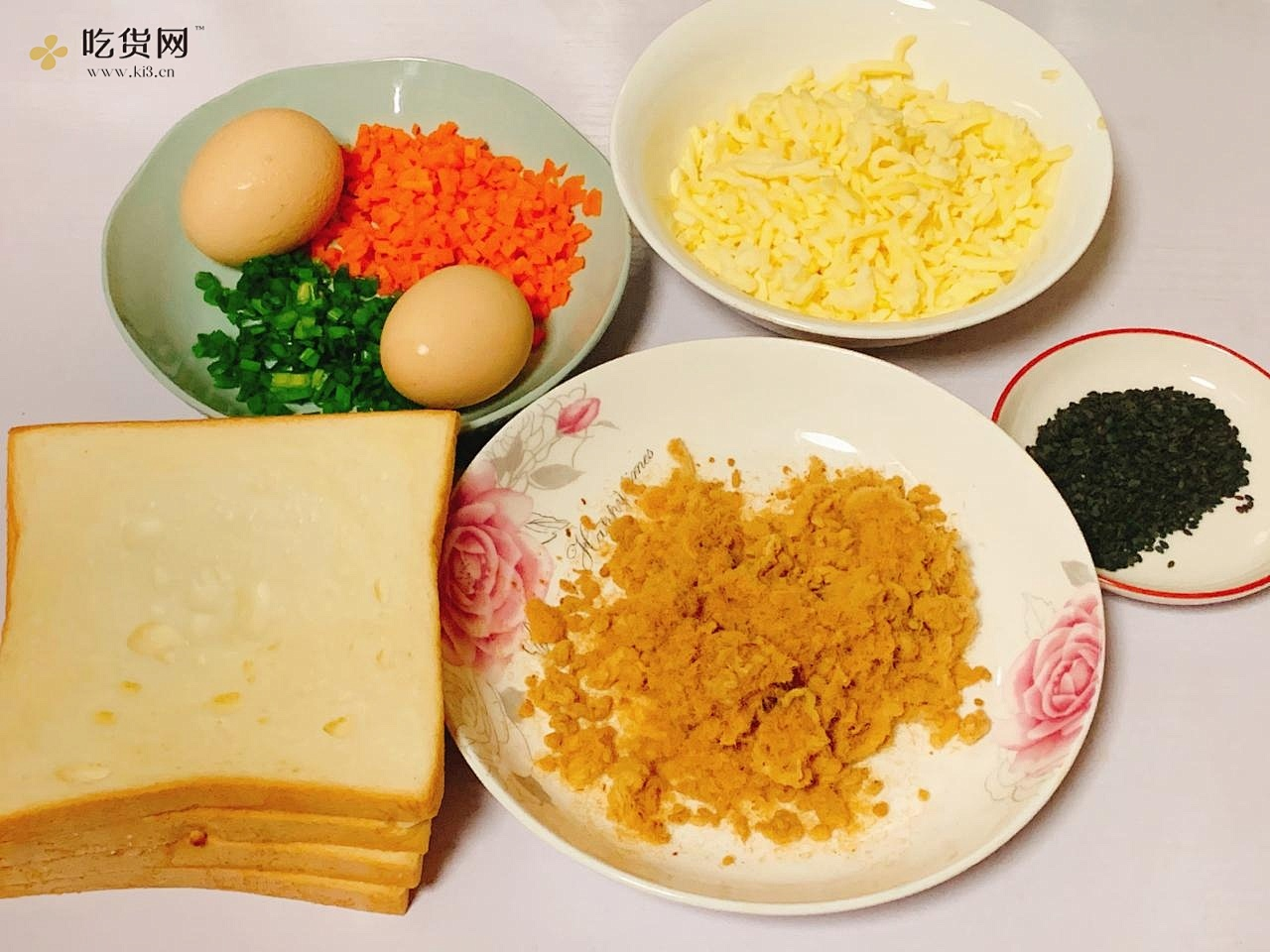 ?不用烤箱❗️好吃到爆的肉松吐司卷的做法 步骤1