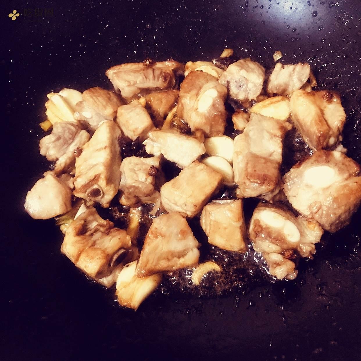 红烧排骨 土豆胡萝卜的做法 步骤4