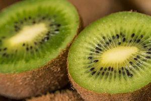 猕猴桃是不是要等软了才可以吃,没熟的猕猴桃吃了会中毒吗缩略图