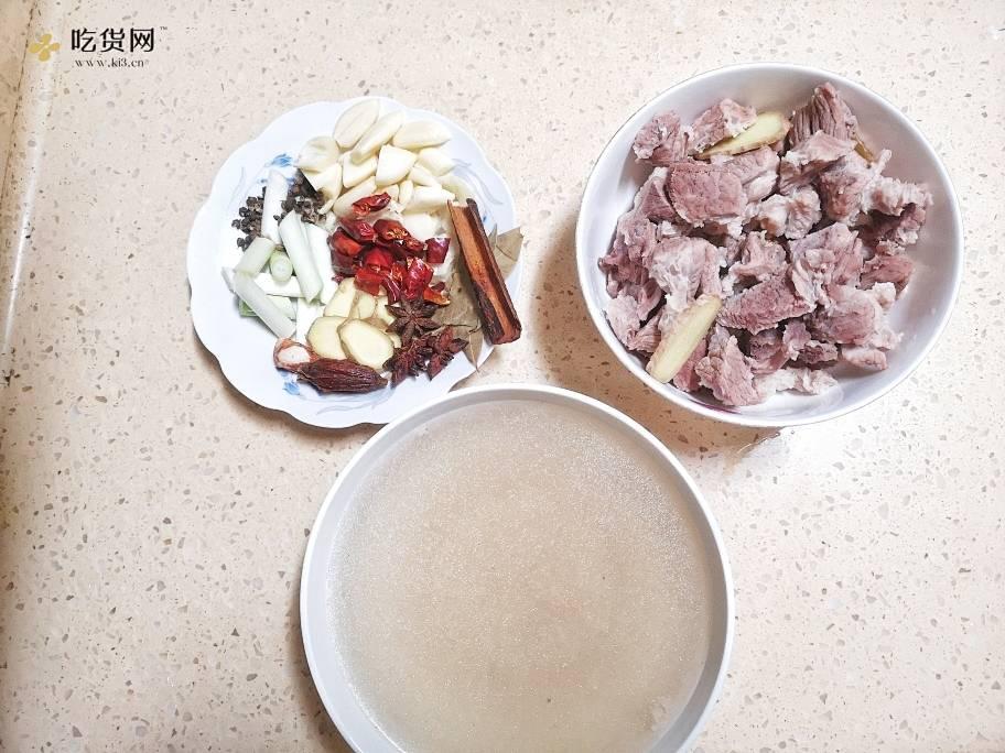川味红烧牛肉(香菇烧鸡、红烧排骨等川味烧菜通用菜谱)的做法 步骤2