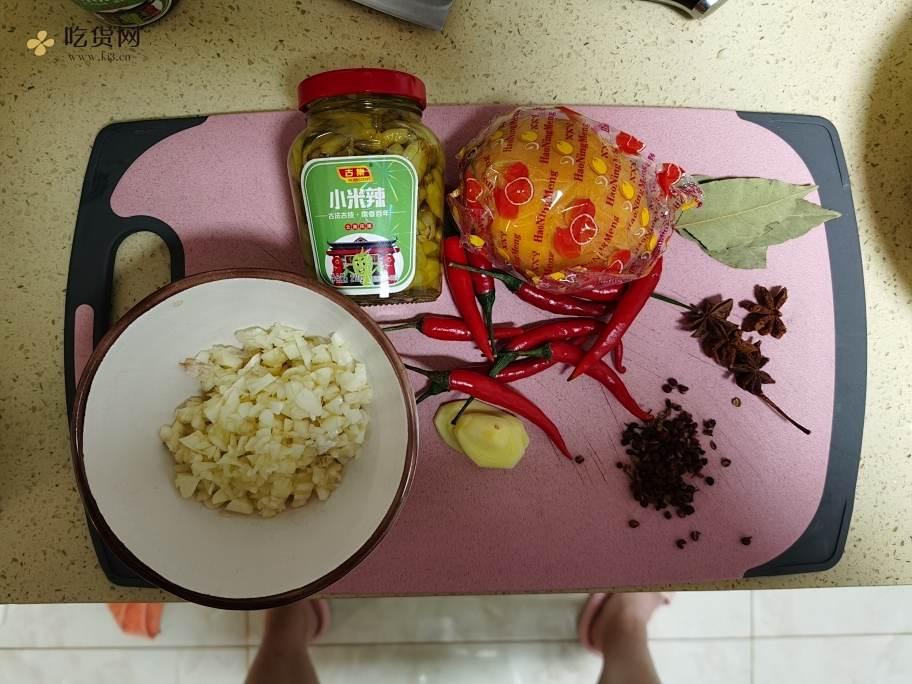 超好吃的柠檬🍋泡椒凤爪的做法 步骤1