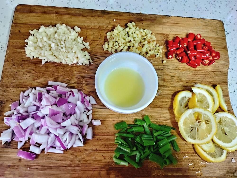 夏日凉爽🍋柠檬拌鸡爪的做法 步骤4