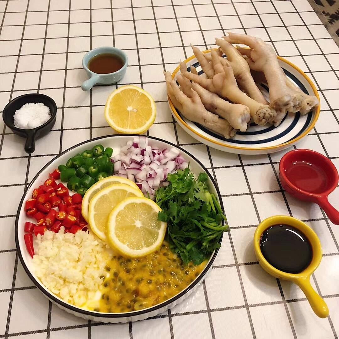 酸辣柠檬🍋鸡爪的做法 步骤2