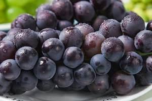 晚上吃葡萄有什么坏处,葡萄一天吃多少颗合适缩略图