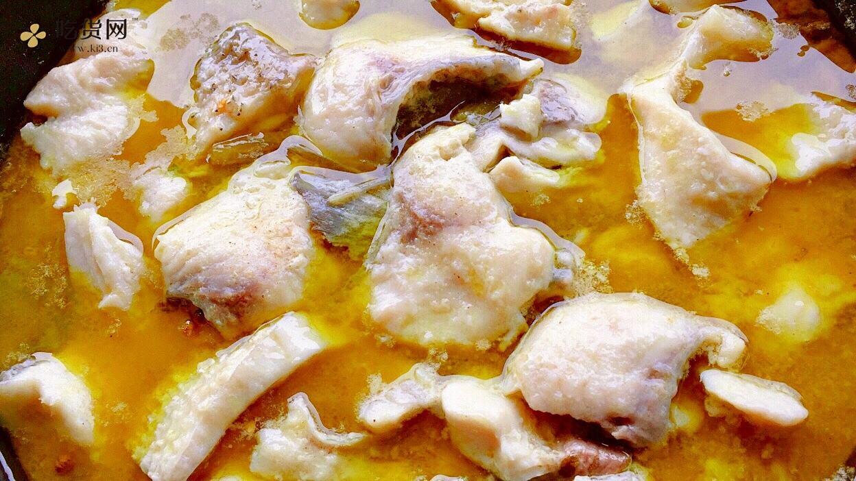 【创意小厨娘】好吃不上火的川味酸菜鱼,汤汁酸香开胃,鱼肉细嫩爽滑。的做法 步骤12