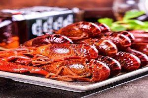 买回去的龙虾如何吐沙,龙虾的头究竟能不能吃缩略图
