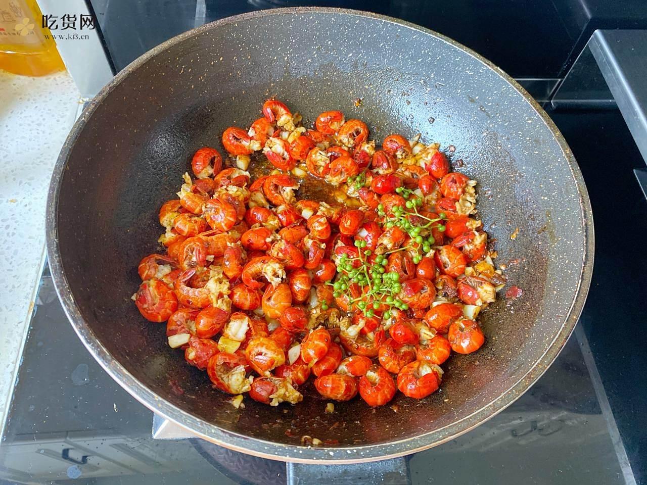 小龙虾别再油炸了,只需1包调味包,麻辣鲜香龙虾尾的做法 步骤7