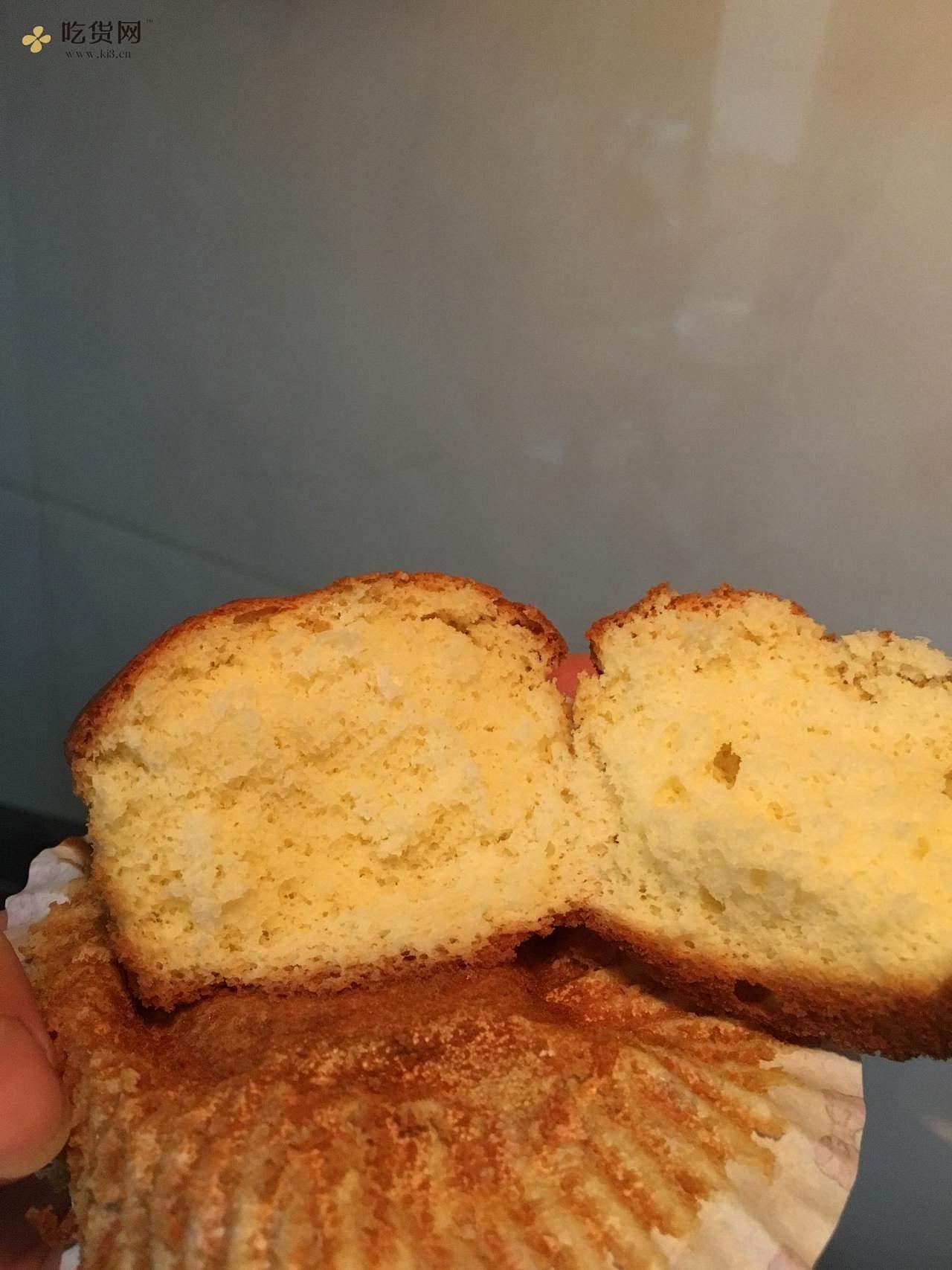 无油蜂蜜纸杯蛋糕的做法 步骤4
