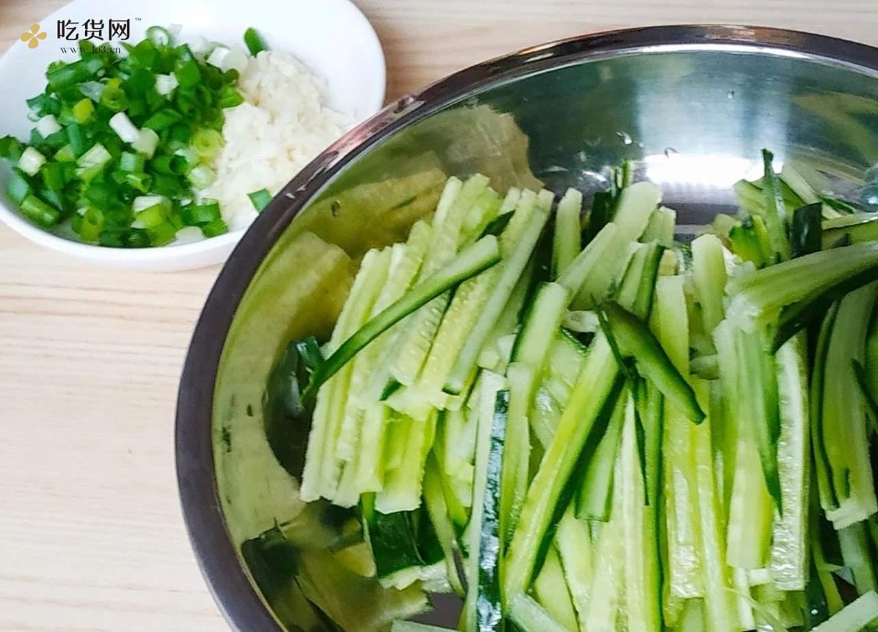 电饭煲美食|鸡丝凉拌面的做法 步骤3