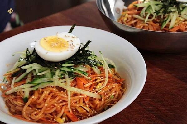 Jiolmyeon 韩式凉拌面| Maangchi的做法步骤图缩略图