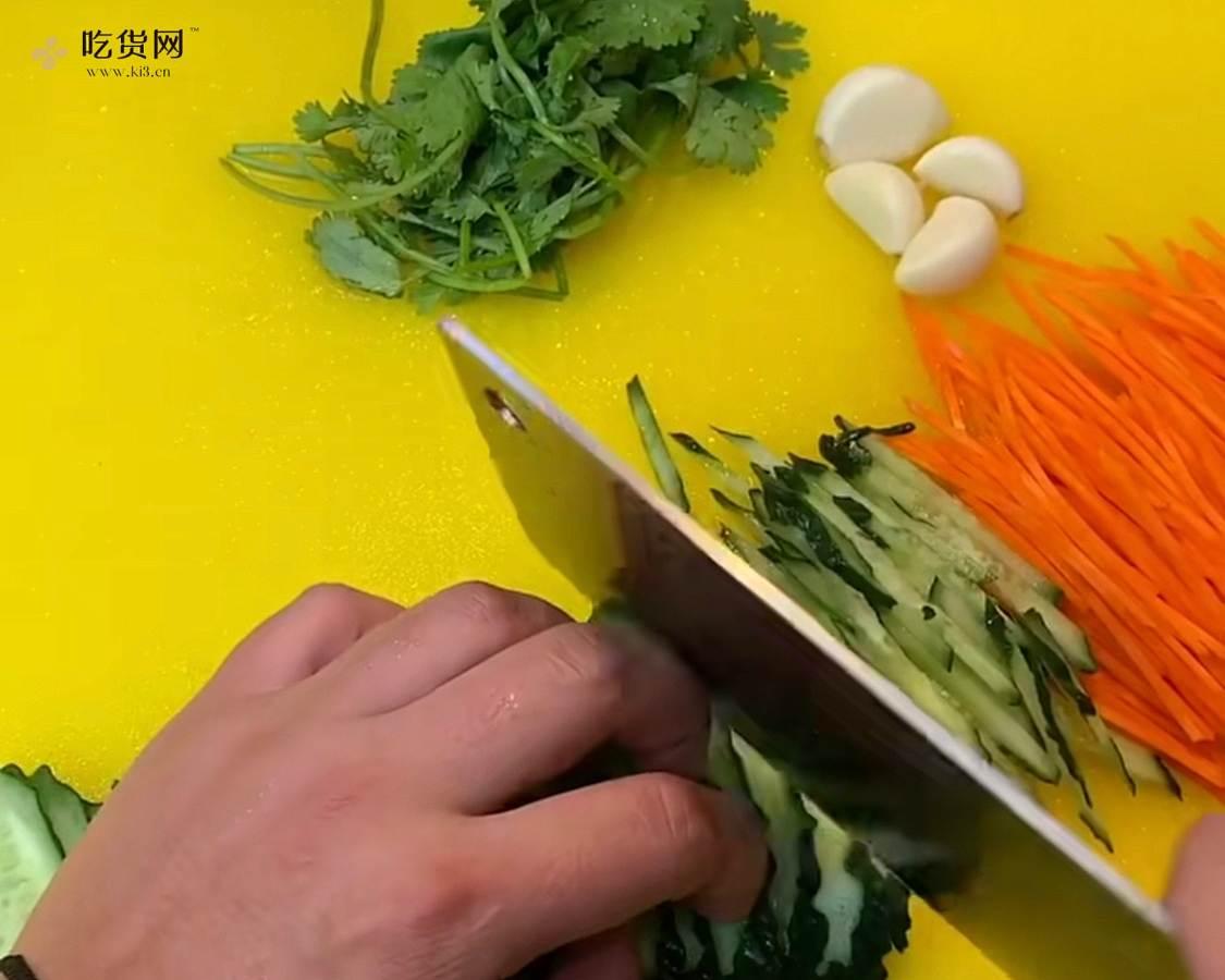 超简单有食欲的凉拌面条的做法 步骤2