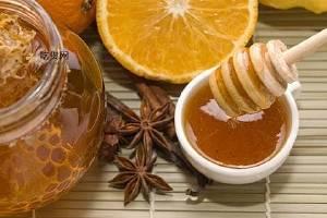 吃蜂蜜有哪些好处呢,吃蜂蜜有哪些好处呢和弊端,吃蜂蜜的好处和弊端缩略图