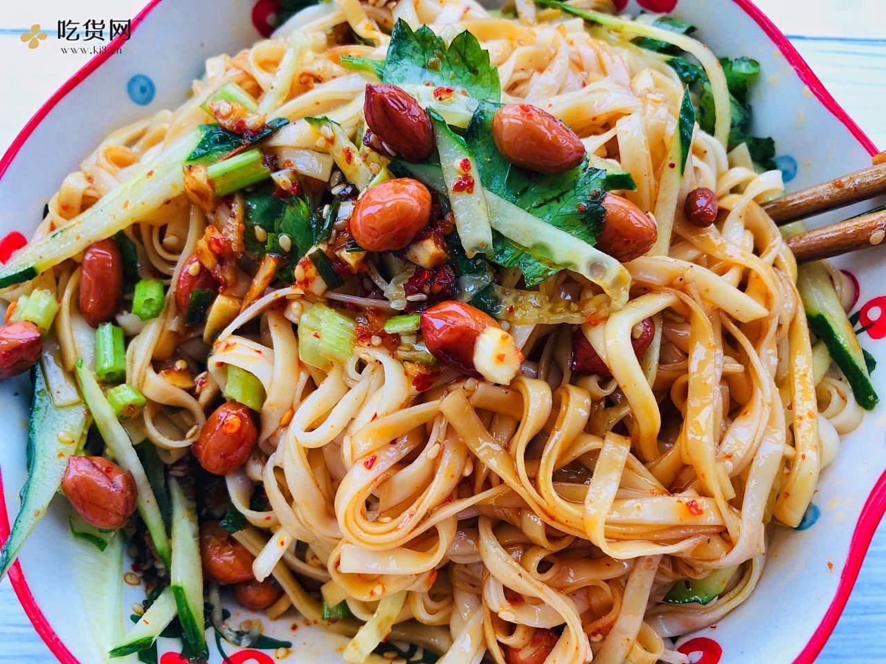 ❗️酸爽开胃㊙️酸辣凉拌面🍜零厨艺食谱的做法 步骤3